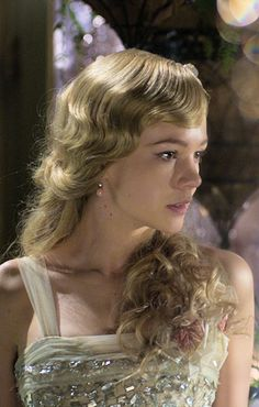 Carey Mulligan, as Daisy Buchanan - 2013 - The Great Gatsby - Costumes by Catherine Martin Carey Mulligan, Belle Epoque, Costume Gatsby, The Great Gatsby Movie, Daisy Great Gatsby, Film Movie, Movies, Divas, Glamour