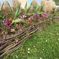 Cheap, creative and modern garden edging ideas for flowers beds and slopes from timber, wood, stone, curved or DIY lawn edging ideas for vegetables. Diy Garden, Landscape Design, Lawn And Garden, Luxury Garden, Landscaping With Rocks, Garden Beds, Lawn Edging, Hillside Landscaping, Diy Lawn