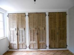 placard! Portes Persiennes Anciens Basement Bedrooms, Home Bedroom, Devine Design, Barn Renovation, Interior Shutters, Wardrobe Closet, Spare Room, Windows And Doors, Home Furnishings
