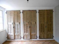 Fabriquer une armoire avec des portes anciennes en bois for Porte placard persienne bois