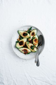 Hello! The weekend is finally here and I'm excited to share this simple but satisfying avocado salad with you along with some tips on how to create a more sustainable kitchen.I've been…