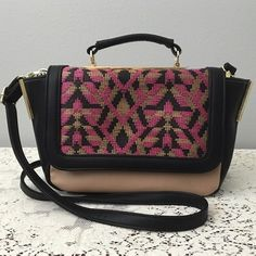 BNWT Steve Madden Crossbody Satchel BNWT Steve Madden Crossbody Satchel. Brand new with tags. Beautiful purse! Please see pictures. Thank you for looking at my listing. Feel free to ask questions.  PRICE IS FIRM  * I offer bundle deals* 10% off 2 items, 20% off 3 items & 30% off 4 items or more :)!  Sorry no trades at this time. Steve Madden Bags Satchels
