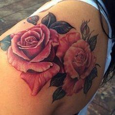 Hergestellt von Stella Luo Tätowierern in Toronto, Kanada - rose tattoos Rose Tattoos For Men, Pink Rose Tattoos, Trendy Tattoos, Tattoos For Guys, Flower Tattoos, Foot Tattoos, Body Art Tattoos, New Tattoos, Tattoo Sleeve Designs