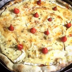 Vai reservar aqui na @santapizza_aracaju? Então, lembra dessa: A deliciosa pizza Brie! Preparada com um delicioso molho de tomate, queijo Brie importado, Pimenta biquinho, geleia de pimenta e oregano (sem mussarela) ❤️ Vem que hoje é com 20% de desconto na hora da conta! Ah, e você também pode reservar pelo siteAcessa www.groubie.com #Pizza #SantaPizza #amazing #AppFree #BaixeAgora #comer #comida #cook #delicia #Descontos #dicas #food #foodlovers #foodpic #foodporn #gastroart #gastronomia…