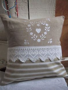 Sewing Cushion I like the white stenciling on burlap Sewing Pillows, Diy Pillows, Decorative Pillows, Throw Pillows, Scatter Cushions, Pin Cushions, Cushion Covers, Pillow Covers, Linens And Lace