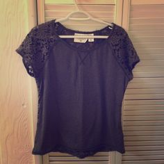 H&M gray tee back is fully lace H&M gray tee: back is fully laced with no underlay H&M Tops Tees - Short Sleeve
