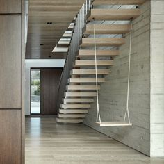 Kenwood Lee House's four floors are arranged around a triple-height skylit concrete core. A central floating staircase of oak treads is complete with an indoor swing that hangs underneath. Staircase swing and material details define Highgate house Floating Staircase, Modern Staircase, Spiral Staircases, Wooden Staircases, Home Stairs Design, House Design, Stair Design, Glazed Walls, Indoor Swing