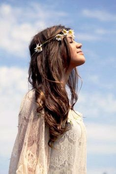 Boho hippie long down hair Toni Kami ⊱✿⊰Flowers in her hair⊱✿⊰ daisy flower crown corona halo