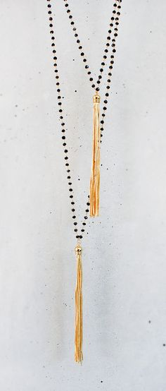 Long Onyx and Gold Tassel Necklace (on skin). Diy Jewelry, Jewelry Box, Jewelry Accessories, Fashion Accessories, Jewelry Necklaces, Jewelry Design, Fashion Jewelry, Jewelry Making, Modern Jewelry