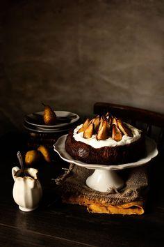 Pratos e Travessas: Bolo de mousse de chocolate com pêras assadas # Chocolate mousse cake with roasted pears | Food, photography and stories...