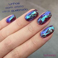 Em matéria de nail art, criatividade é o que não falta. As unhas decoradas com efeito de vitral quebrado vão fazer você pirar!