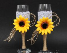 These burlap and lace Wedding Glasses are 100% hand decorated. The listing is for a pair of Rustic Toasting Flutes - you will get 2 decorated champagne
