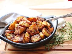 The Best Crispy Roast Potatoes Ever Recipe Serious Eats - This Year I Decided To Reexamine My Potato Roasting Method From The Ground Up With The Idea Of Completely Maximizing That Crisp To Creamy Contrast In Each Chunk Of Potato Testing And Retesting Ever Potato Dishes, Potato Recipes, Food Dishes, Side Dishes, Serious Eats, Crispy Roast Potatoes, How To Roast Potatoes, Roasted Potatoes Russet, Types Of Potatoes