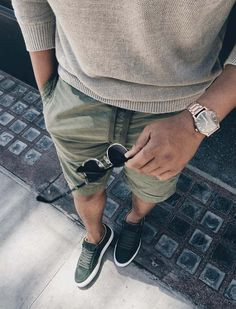 urban men style // sun glass // mens accessories // mens short // matches // mens fashion // City living //