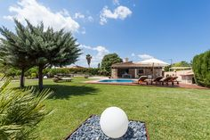 VILLA BENVINGUT A traditional villa located in Pollença and Alcúdia with a capacity of 6 sleeps. It has 3 bedrooms and 3 bathrooms.