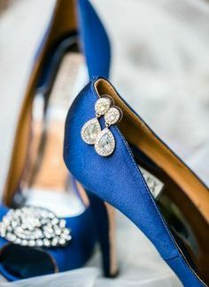 If you're looking for navy blue shoes, look no further. // Dana Cubbage Weddings