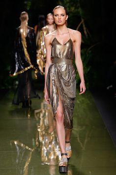 Balmain - Spring 2017 Ready-to-Wear Fashion Show Paris Fashion Week PFW Fashion Moda, Fashion Week, Fashion 2017, Look Fashion, Runway Fashion, Spring Fashion, High Fashion, Fashion Show, Womens Fashion