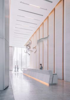 🎊🎉 Take a look at this installation by , the work is made of metal wire, which is woven into a soft sculpture. Check it out at Tower in One Shenzhen Bay. - Image courtesy of KPF - Reception Desk Design, Lobby Reception, Office Reception, Office Building Lobby, Office Lobby, Lobby Interior, Office Interior Design, Modern Interior, Hotel Interiors