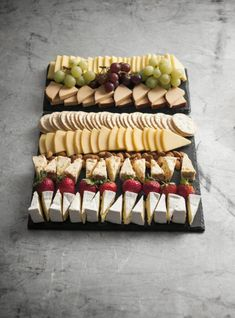 A favourite all year round Serves people Platter Includes: Tasty Cheese Dutch Smoked Cheese Dutch Edam Cheese Apricot & Almond Fruit Cheese Brie Cheese Pl Charcuterie And Cheese Board, Charcuterie Platter, Cheese Boards, Cheese Board Display, Antipasto Platter, Crudite Platter Ideas, Party Food Platters, Appetizer Recipes