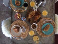 Domingo começa assim...à mesa. #osnossoscrepes #omeudiapreferido  #andreiabchome