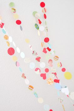 I love this darling paper garland! So perfect for parties and easy to make with any left over paper:) #stylishkidsparties