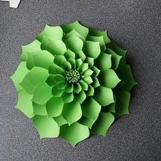 This video shows how to make an Anyone Can Craft flower design called Antonia. D… - Diy Flowers Paper Flower Patterns, Paper Flowers Craft, Large Paper Flowers, Paper Flower Tutorial, Paper Flower Backdrop, Giant Paper Flowers, Paper Roses, Flower Crafts, Diy Flowers