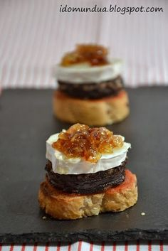 Pintxo sausage is the Spanish version of black pudding. Take inspiration from the Spanish and make this lovely little tapas style mouthful with black pudding, goats cheese and caramalized onions. Tapas Recipes, Appetizer Recipes, Cooking Recipes, Good Food, Yummy Food, Tasty, Fingers Food, Spanish Tapas, Tapas Bar