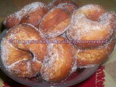Le ciambelle dolci di patate,sono una soffice ghiottoneria fritta,particolarmente consumata a Napoli,nel periodo di Carnevale.Conosci...