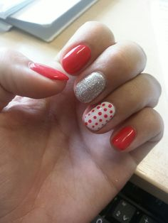 Gèl lakk. Piros. Imádom. Csajos. Pöttyös az igazi. Csillám. Red nails. Summer nails.