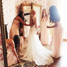 「 Beautiful bride @hilvees and her girls ♡」