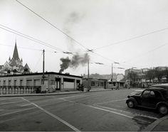 La rue #Caroline en 1953. La fumée provient de la tannerie #Mercier qui était située à la rue #Saint-Martin. Image: Service d'urbanisme de la Ville de #Lausanne Lausanne, Montreux, Mercier, Saint Martin, Service, Vintage Posters, Switzerland, Images, Photos