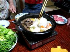 This real-time video shows you how to prepare Japanese Kansai-style Sukiyaki. Ingredients include vegetable oil or beef fat, thin-sliced beef, sugar, sake, s. Japanese Dinner, Japanese Food, Japanese Recipes, Traditional Japanese, Asian Recipes, Beef Recipes, Easy Recipes, Thin Sliced Beef, Shirataki Noodles