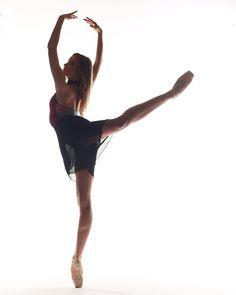 "2,649 mentions J'aime, 9 commentaires - Elevé Dancewear (@elevedancewear) sur Instagram: ""Perfection in Silhouette • Dancer @sarabarbieri97 is wearing the Monique Red Velvet featuring our…"""