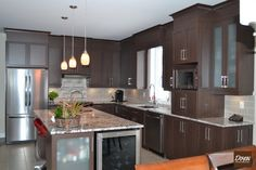 Les Armoires D. inc Cuisine en polyester Kitchen Cupboards, Kitchen Backsplash, Decor Interior Design, Interior Decorating, Beautiful Kitchens, Dream Kitchens, Cuisines Design, Kitchen Decor, Kitchen Ideas