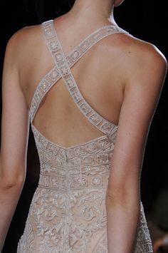 Zuhair Murad Haute Couture Весна-Лето 2013 (Backstage и детали) Couture Fashion, Runway Fashion, Girl Fashion, Mode Boho, White Fashion, Dream Dress, Playing Dress Up, Fashion Details, Pretty Dresses