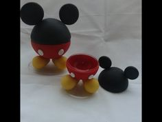 PASSO A PASSO VELA MINNIE -Vela personalizada para festa infantil. - YouTube Mickey Mouse Gifts, Clay Figurine, Disney Birthday, Pasta Flexible, Mickey Minnie Mouse, Cold Porcelain, Party Themes, Biscuits, Polymer Clay