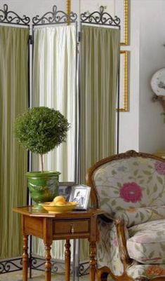 5 Stylish Ways to Use Draperies, Modern Interior Design and Decor Ideas - Folding Screens Modern Floral Wallpaper, Room Divider Doors, Room Dividers, Indian Room, Dressing Screen, White Dining Chairs, Decorative Screens, Screen Design, Modern Interior Design