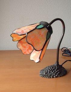 ステンドグラスオレンジの花のランプ|照明(ライト)・ランプ|ハンドメイド通販・販売のCreema