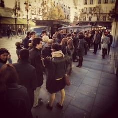 queue for burgers on a Parisian sidewalk