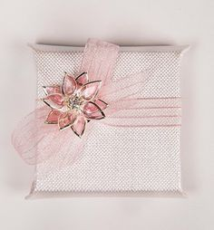 gift wrap with a brooch bow ❤