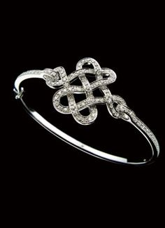 Diane von Furstenburg by H.Stern collection - Love Knot bracelet in 18k white gold with diamonds.
