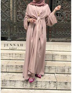 Creation abaya wrap Abaya wore in many ways (see the video) Give way to your creativity! Muslim Dress, Hijab Dress, Hijab Outfit, Abaya Fashion, Muslim Fashion, Modest Fashion, Mode Abaya, Mode Hijab, Kaftan Designs