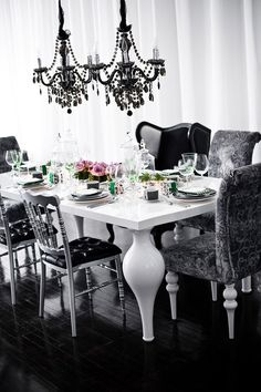 Amazing Modern Black White Dining Room Remodel – salle a manger renovation House Design, Black And White Dining Room, Decor, White Dining Room, Home, Interior, Room Remodeling, Dining Room Remodel, Home Decor