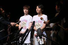 WaT 10th Anniversary Live2015 記者の質問に答える、WaTのウエンツ瑛士(左)と小池徹平(右) = 東京・品川 (撮影・中井誠)