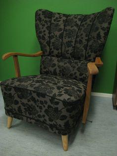 www.verhoomovekki.fi: Uudelleenverhoiltu k-tuoli, pintakäsittelyä odotellessa.