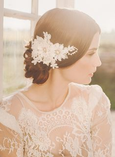 white lace floral bridal hairpiece