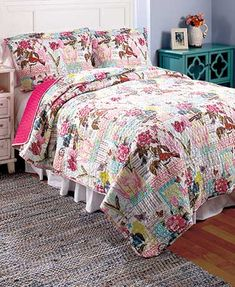 This 3-Pc. Printed Themed Quilt Set brings a contemporary touch to your bedroom. The aesthetically-pleasing set is masterfully constructed with intricate vermicelli stitching and a beautiful printed design. Each quilt comes with two cozy shams. King size