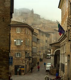 Urbino - One of the most adorable hilltowns in Italy | Marche sights | ItalianNotes.com