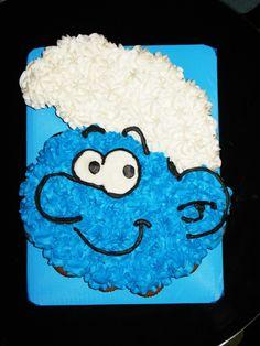 Smurf Cupcake Cake for Williams Birthday haha Cupcake Torte, Cupcake Cake Designs, Custom Cupcakes, Cupcake Cookies, Cupcake Ideas, Pull Apart Cupcake Cake, Pull Apart Cake, How To Make Cupcakes, Fun Cupcakes