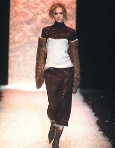 Jean Paul Gaultier - Les maxi-moufles du podium automne-hiver 2001-2002